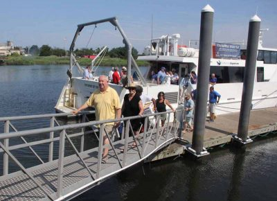 Passengers get off the vessel after the two-hour workshop.